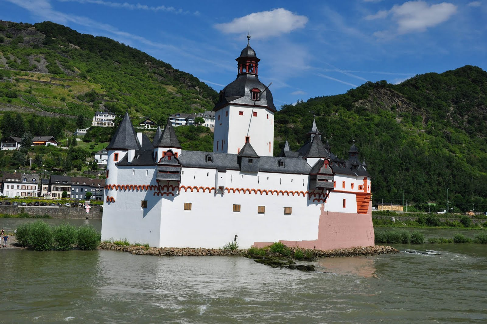 Pfalz Castle, once a toll booth on the Rhine river (knate.blogspot.com)